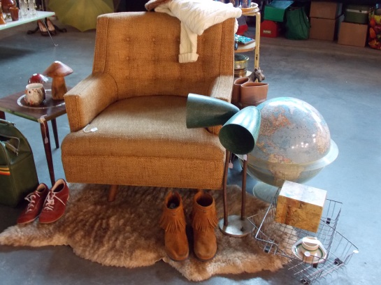 Well styled vintage finds...should have bought the lamp...